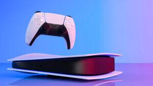 Liggende PS5 konsol og controller